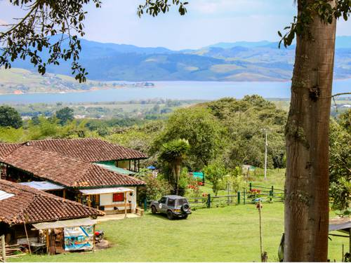 Hospedaje económico en el Lago Calima, Colombia